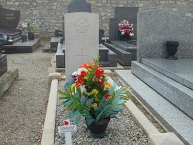 Tombe du Commonwealth, Flying Officer G.A.MC NICHOL